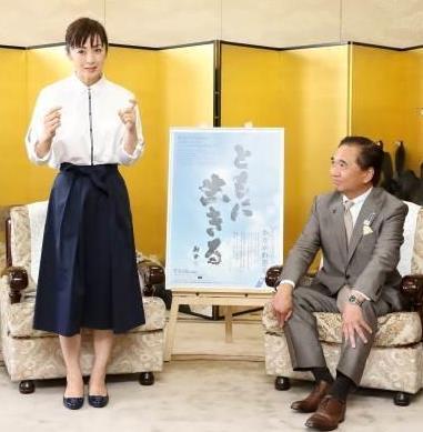 横浜出身の斉藤由貴さん、神奈川県の手話普及推進大使に - 産経ニュース