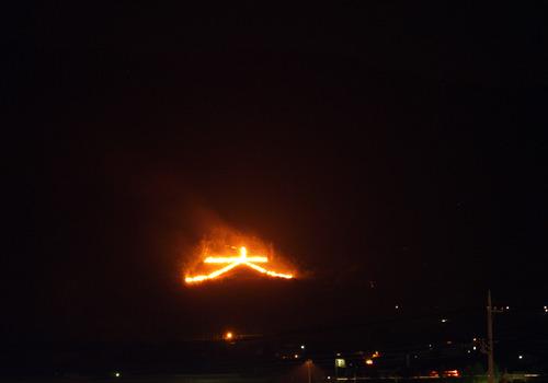 「大文字」送り火をLED化 安全考慮し切り替え、山梨