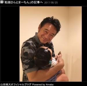 船越英一郎が笑顔で赤ちゃんを抱っこする姿に反響 「お元気そうで安心しました」 - ネタりか
