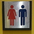 マクドナルドの「女性優遇トイレ」 男性差別の意見噴出
