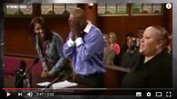 本物の飼い主はどっち? 裁判官がワンコに審判を委ねて話題に   ロケットニュース24