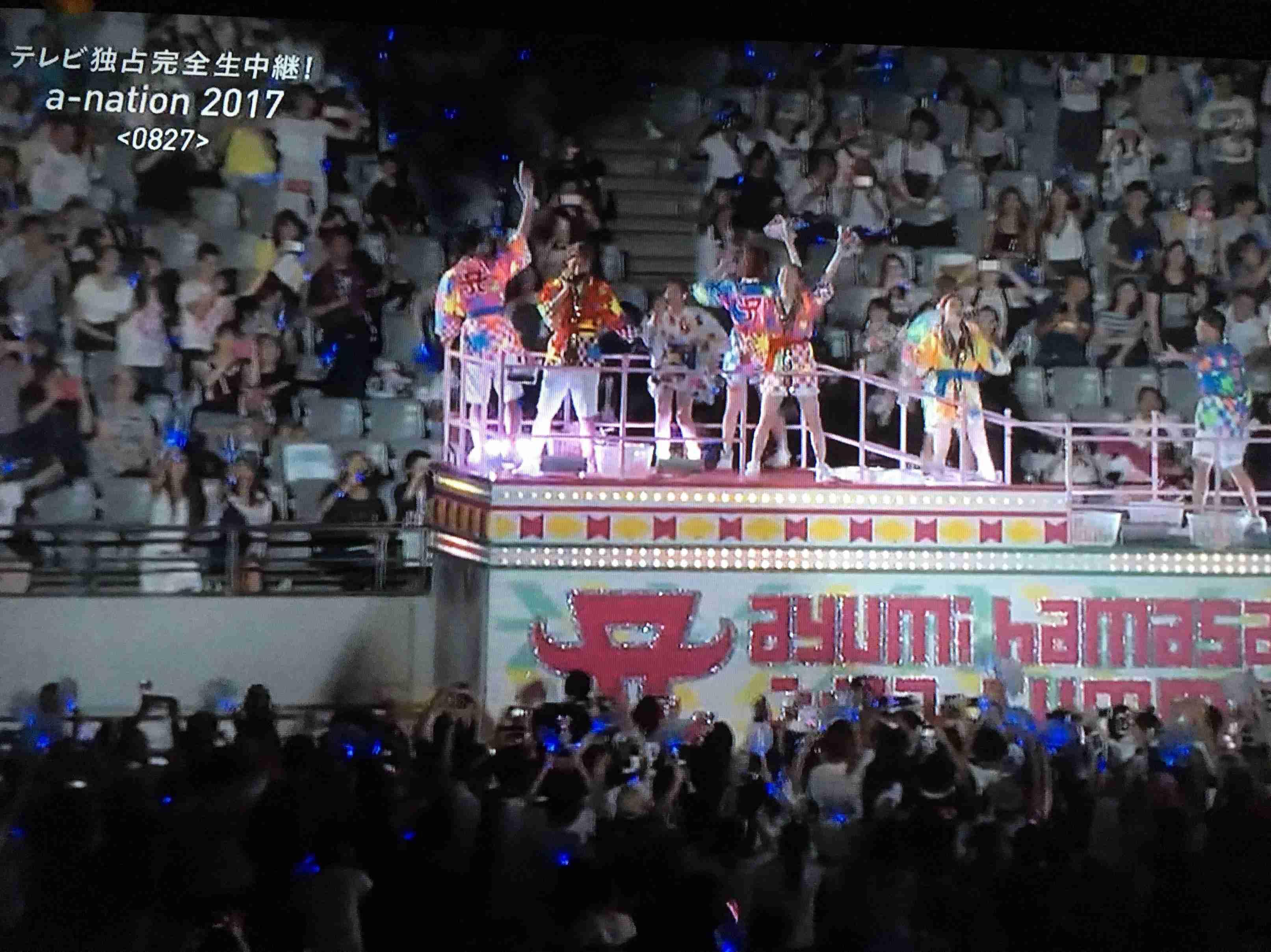 浜崎あゆみ「いくぜ、東京ー!」a-nation大トリで熱唱 ミニスカドレスも披露