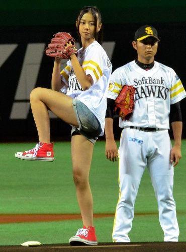 【まるでコラ?】摂津がアイドルの始球式に無関心だと話題にw - NAVER まとめ
