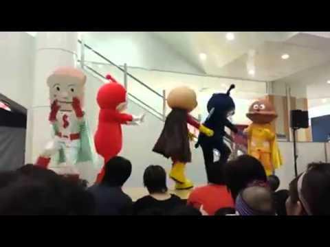 食パンマンの様子がおかしい - YouTube