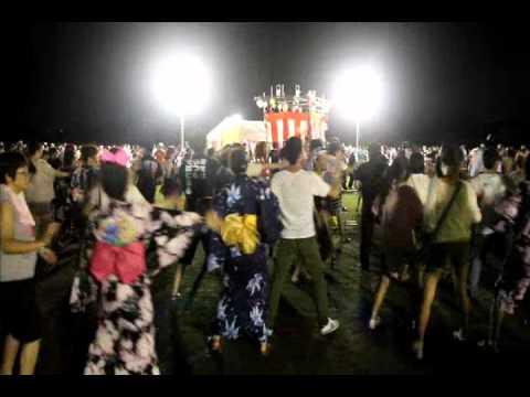 美濃加茂市おん際2012 盆踊り ダンシングヒーロー荻野目洋子 - YouTube