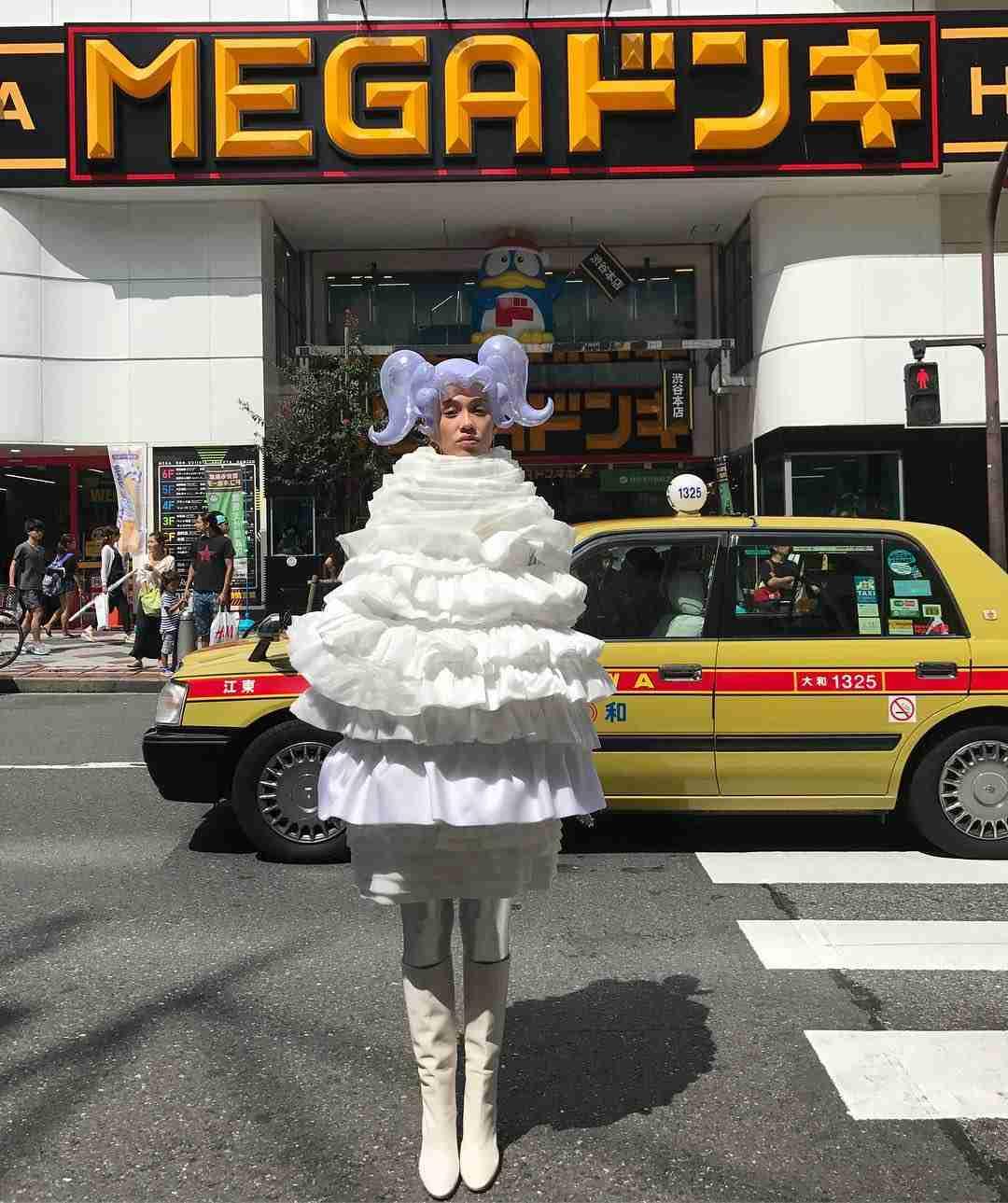 水原希子、インスタに斬新すぎる服装を公開で野村周平も思わずコメント
