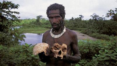 人間の脳を食べて死に至る脳疾患を克服した一族の驚異的な「進化論」とは? - GIGAZINE
