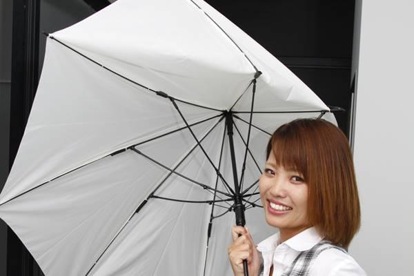全国の郵便局で完売続出!最新傘は「折れて、壊れない!」