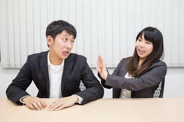 女性部下の2割が「上司からのSNS友達申請をムシ」 一方、男性上司の2割が「恋愛目的」で申請していることが判明
