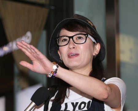 鈴木砂羽、騒動終結へ 降板2女優の事務所社長「収拾ついた」 (スポニチアネックス) - Yahoo!ニュース