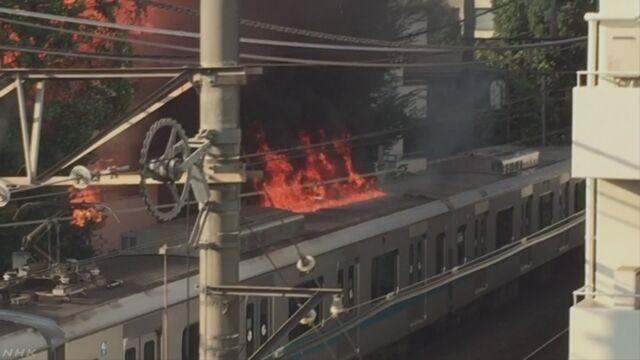 小田急小田原線の沿線で火事 一時車両に燃え移る | NHKニュース