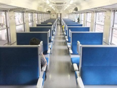 列車内の飲食 賛成43.8%「駅で販売してるじゃん!」