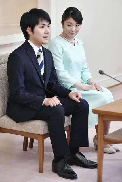 眞子さまと小室圭さん、ご婚約会見 プロポーズは13年12月「都内で食事の後、2人で歩いていた時」 : スポーツ報知