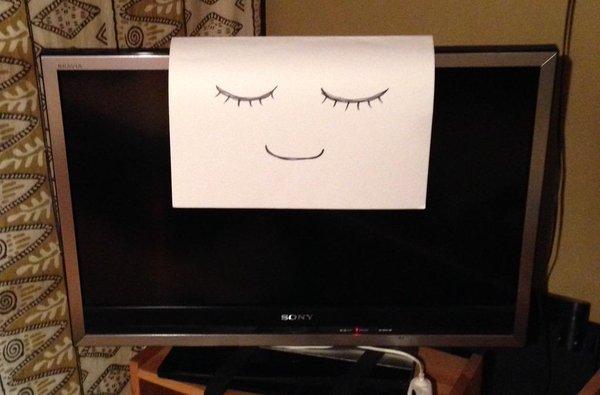 【貼るだけ】テレビを見たがる子どもを寝かしつける簡単な方法は?