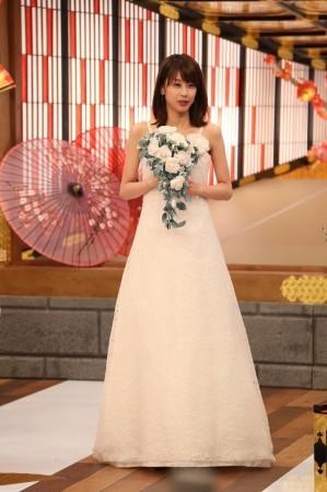 加藤綾子、ウエディングドレス姿を披露 結婚「急ぎたい」