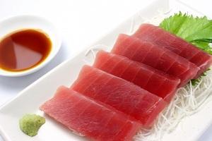 お刺身のツマを食べる人は貧乏性?食べない派「あれって飾りでしょ?」「魚の血がついているから苦手」