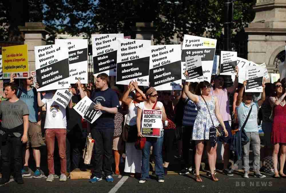 アイルランド、中絶禁止の是非問う国民投票実施へ 来年5月にも 写真2枚 国際ニュース:AFPBB News
