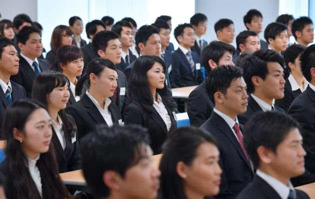 大卒就職率、過去最高の97.6% 4月時点、女性が好調  :日本経済新聞