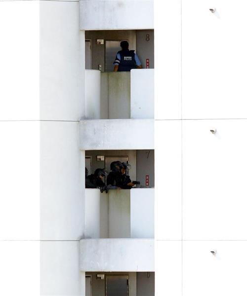 【名古屋立てこもり】身柄確保は53歳イタリア国籍の住人…拳銃所持容疑で逮捕 マンションで2発発砲か(1/2ページ) - 産経WEST