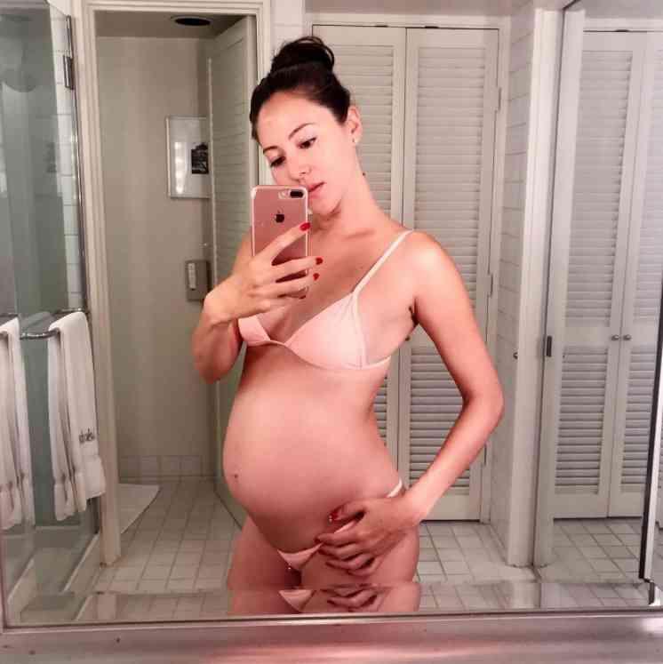 道端ジェシカ、妊娠後期「女神のような姿」公開も「胃酸の逆流に悩む日々」