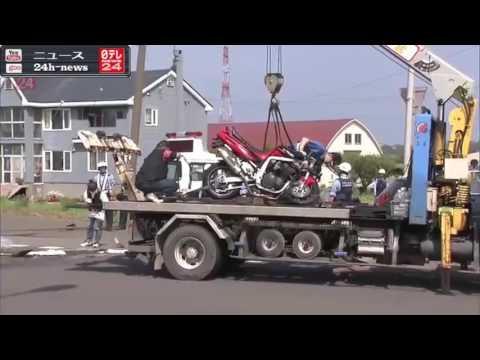 右折の車に直進バイクが衝突 2人死亡 - YouTube