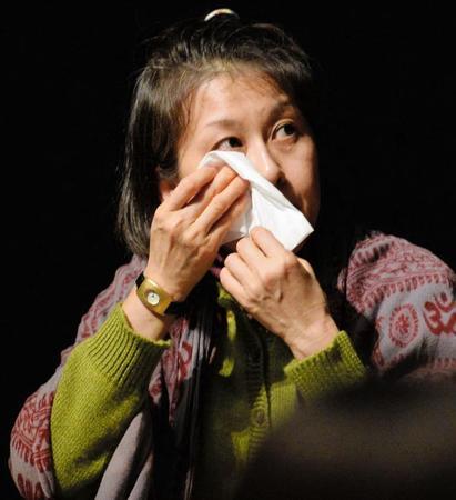 岡本夏生、イベントでファンに土下座謝罪…携帯紛失は「嘘」、着信の無視はわざと…    |  毒女ニュース