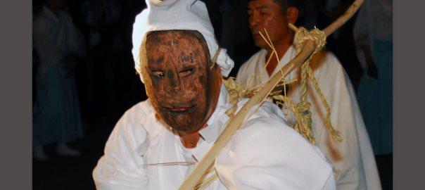 大分県国東市 ケベス祭は、異様さで圧倒される火祭り | 美しい日本、この一枚。