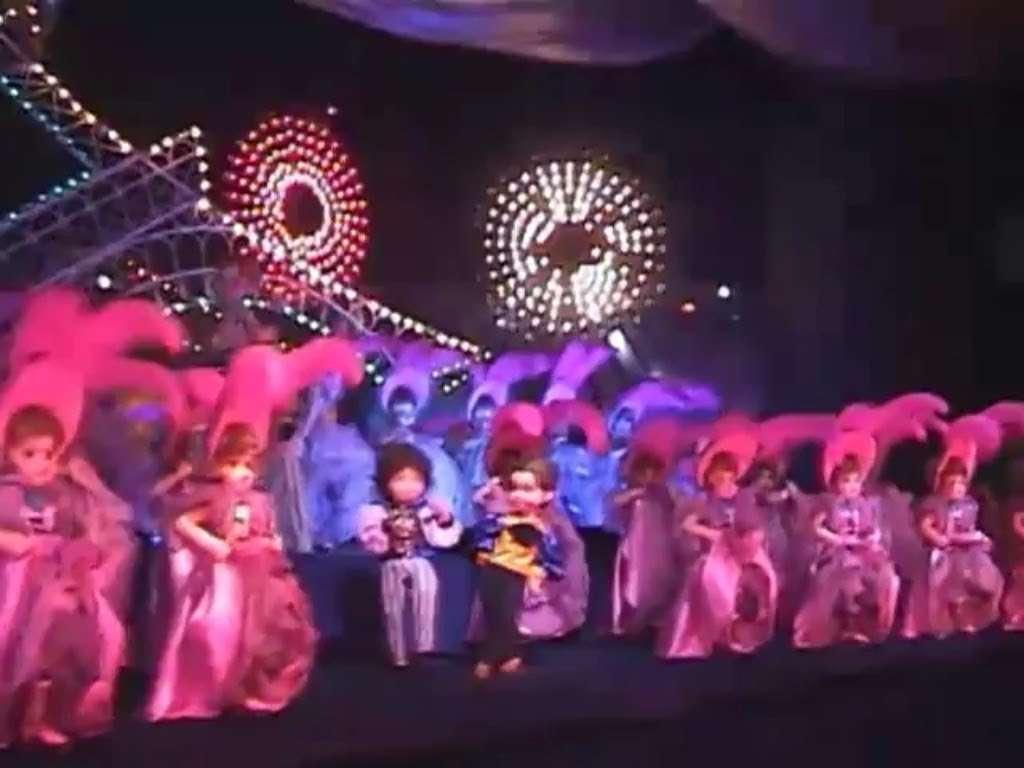 【テーマ曲】宝塚ファミリーランド 大人形館 ファンタジーワールド - YouTube