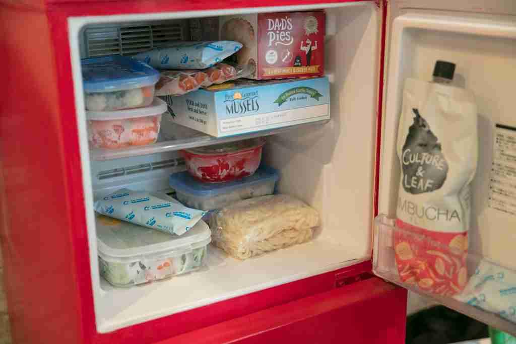 """「冷凍庫に入れておいたアイスを勝手に食べられる」悲劇に終止符!存在を気づかれないよう""""擬態""""する『ブラックモンブラン』が爆誕"""