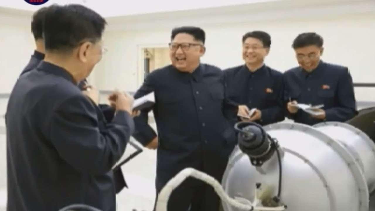 【巣鴨100人アンケート!】北朝鮮が日本本土をミサイル攻撃!?ある?ない?【ザ・ファクトREPORT】 - YouTube