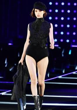 水原希子、東京ガールズコレクションの珍妙衣装に「東洋の魔女」の大悪評
