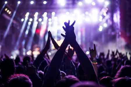 浜崎あゆみ、初のホールツアーでファンと密接交流を満喫「今日は初日だぜ!」