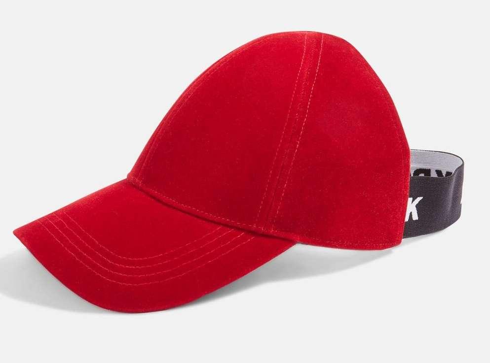 おだんごヘアやポニーテールでもかぶれる!ビヨンセが画期的すぎる帽子を発表