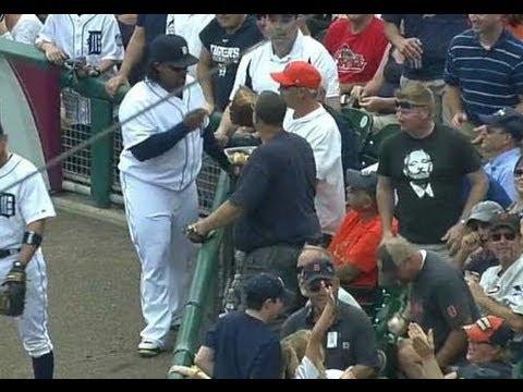 MLB フイルダー 試合中にファンのスナックをつまみ食い! Fielder 20130819 - YouTube