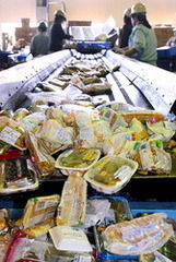 世界で一番食べ物を捨てる国「日本」【低い食料自給率・高い廃棄率】 - NAVER まとめ