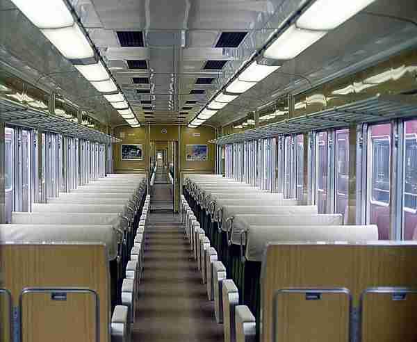 東京の電車は『精神攻撃』がハンパない!一方、大阪は?