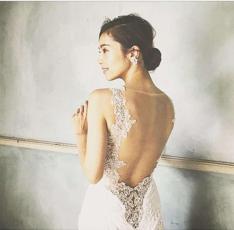 中村アン、ウエディングドレスで