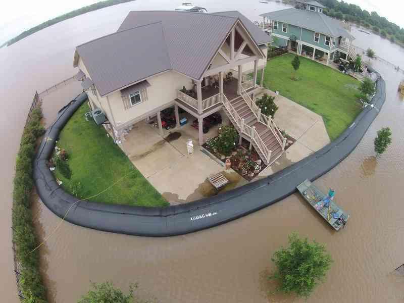 洪水に「水」で対抗…ハリケーンから家を守った方法が注目を集める