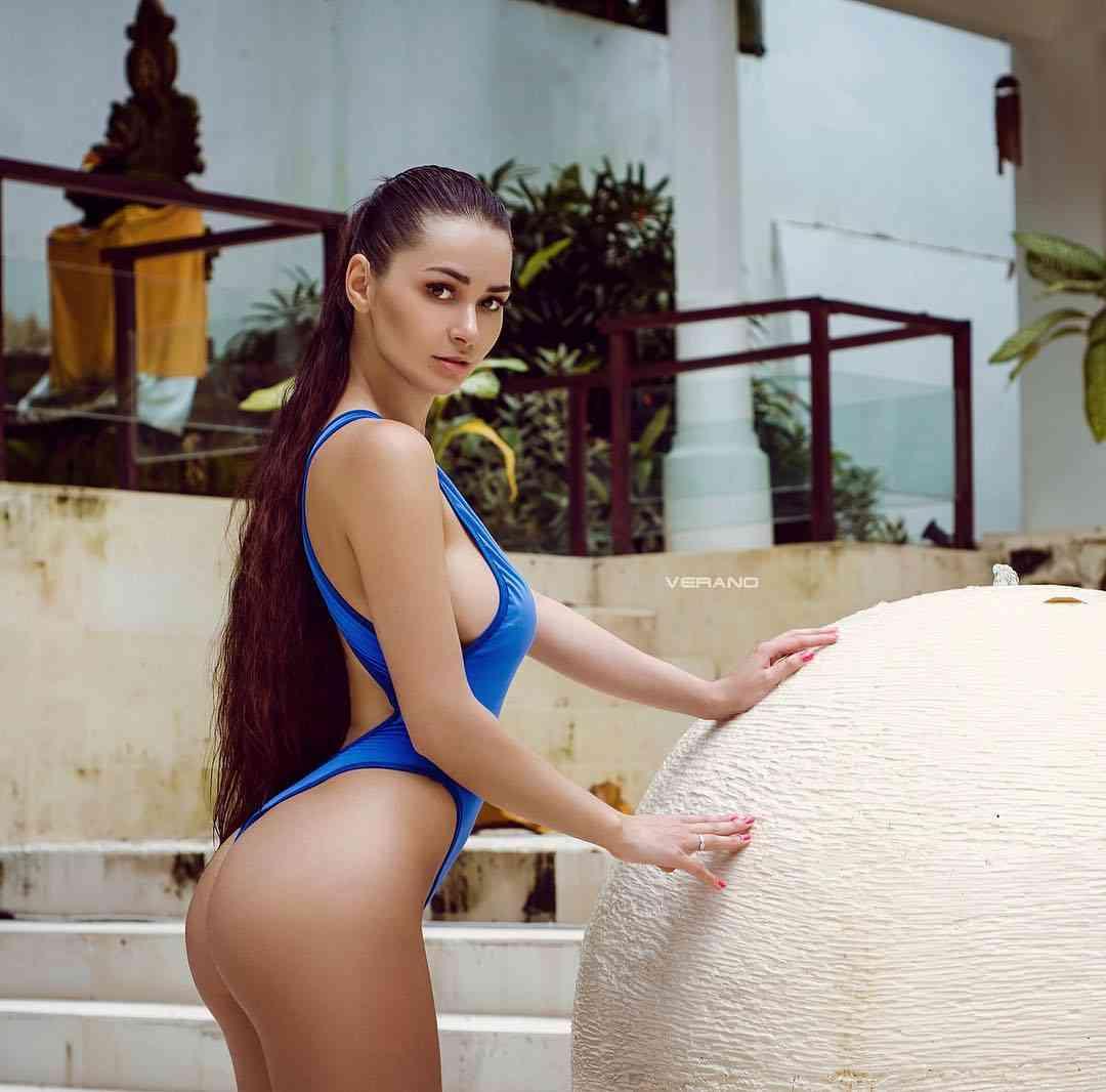 """SEXYすぎる""""神ボディ""""モデルが話題「筋トレで美しくなる」驚異のスタイルで証明<ヘルガ・ラブケティ>"""