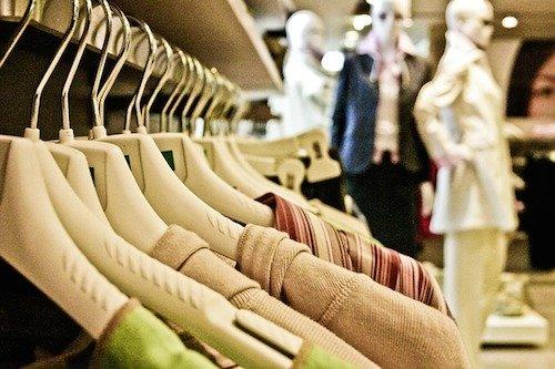 服を買う時にそのお店の服着ていけますか?