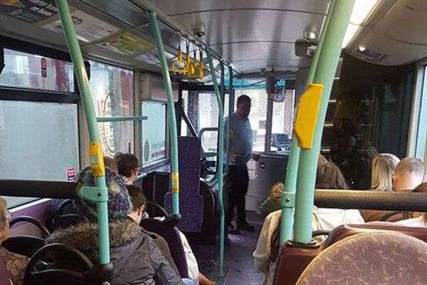 バス停を間違えた中学生が遅刻しないよう、手を尽くすドライバーに称賛の声