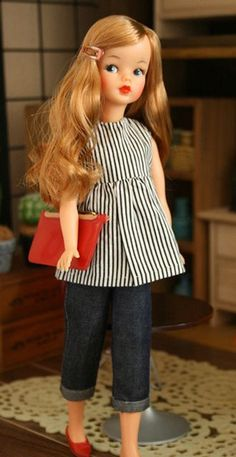 着せ替え人形のファッションを貼るトピ