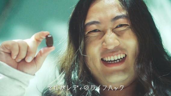 ロバート秋山が歌い上げる「ズボラを肯定する曲」動画に反響!「まじ天才」「じわる」