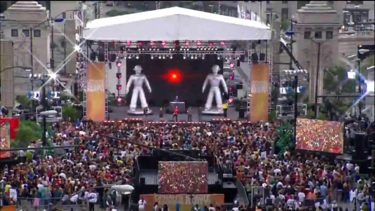 Black Eyed Peas - I Gotta Feeling (Live in Chicago for Oprah 24th Season) [HD] - YouTube