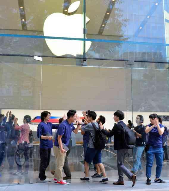 iPhone8発売、行列は控えめ 「X」待ちの影響?
