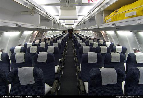 飛行機で「座席を倒す → 後ろの人ブチ切れ → 喧嘩」 緊急着陸する事態が3件も・・・ : オレ的ゲーム速報@刃