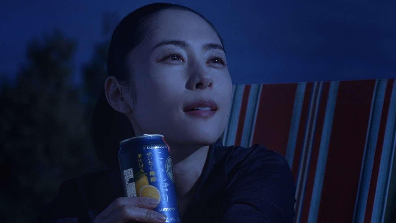 こくしぼりプレミアム 『月夜の下で』篇 30秒 深津絵里 サントリー CM - YouTube
