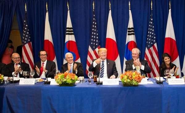 【画像あり】トランプ大統領「ハッピー・バースデー、シンゾー!」安倍首相63歳の誕生日にケーキでサプライズ演出、日米政府関係者が祝福 日米韓首脳会談後 / 正義の見方