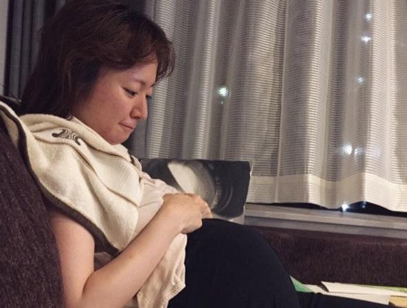 紺野あさ美 夫に変な寝姿を隠し撮りされ「可愛すぎ」「早くも母性」