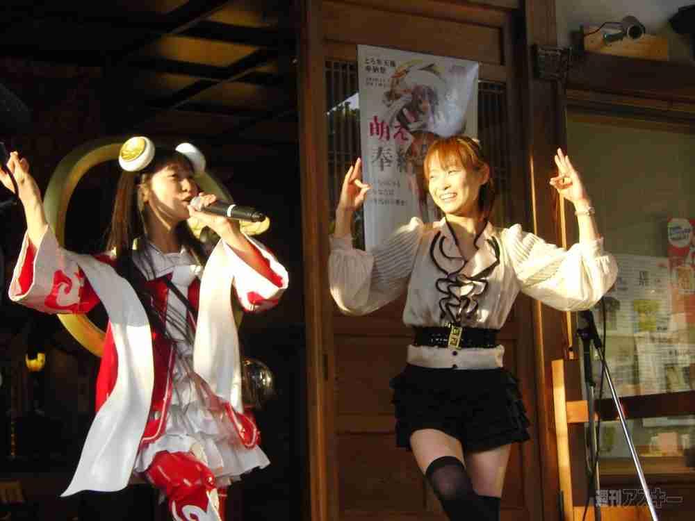 歌って踊る仏教アイドル再結成 観客は木魚たたいて応援